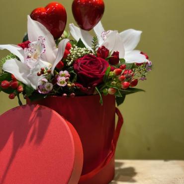 san valentino rose rosse e orchidea